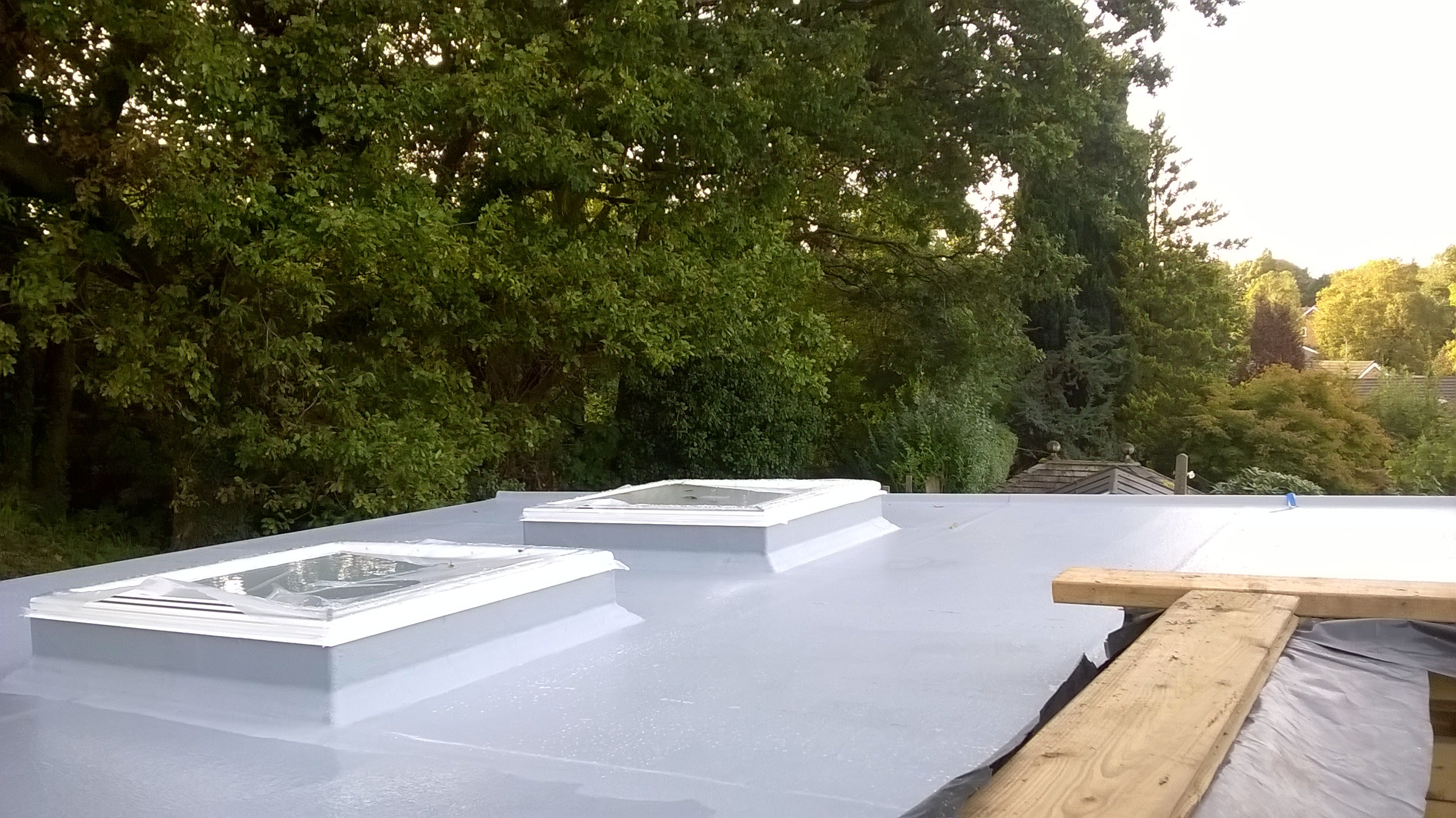 Fitting skylights into a flat roof
