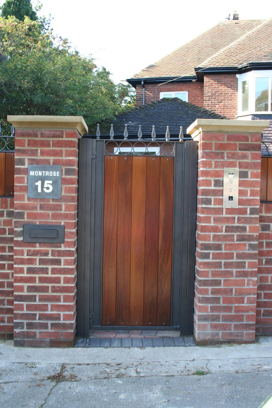 What are the benefits of sliding gates for a driveway?