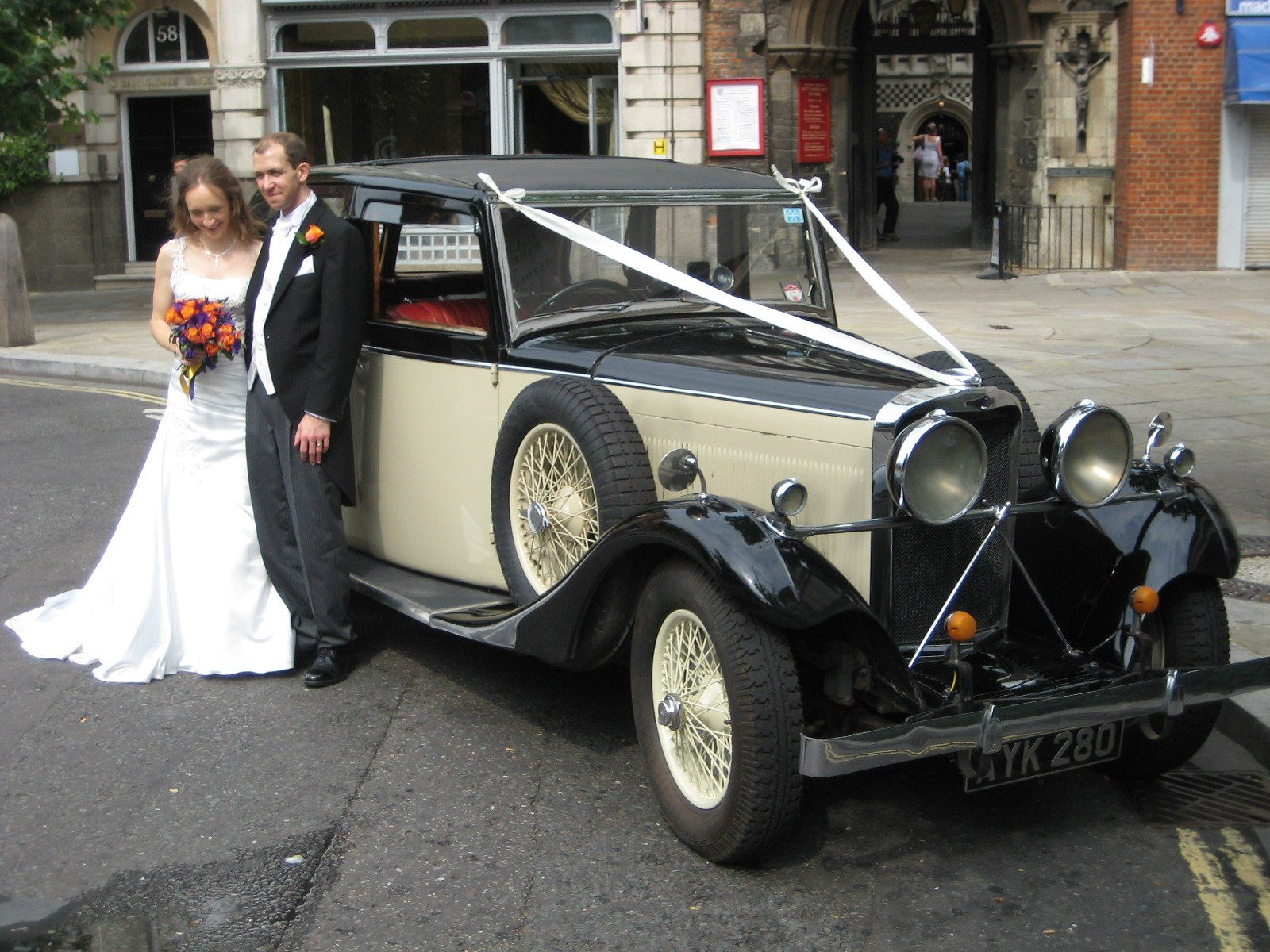 Why choose a vintage classic car for your wedding