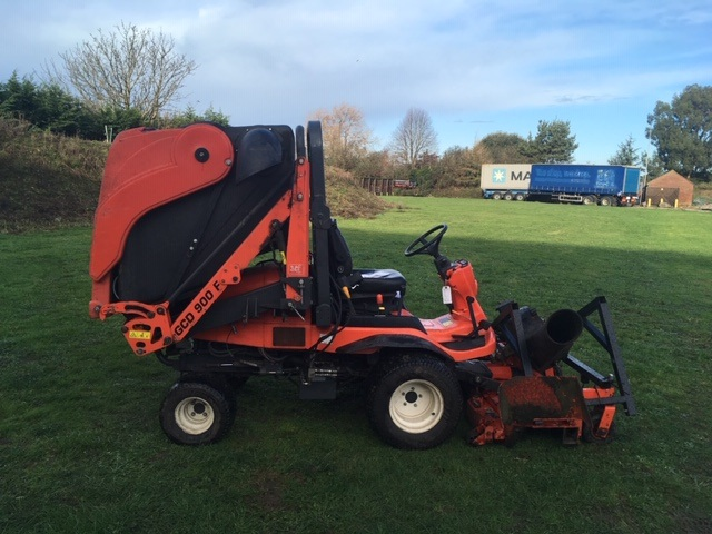Kubota F3890 with collector