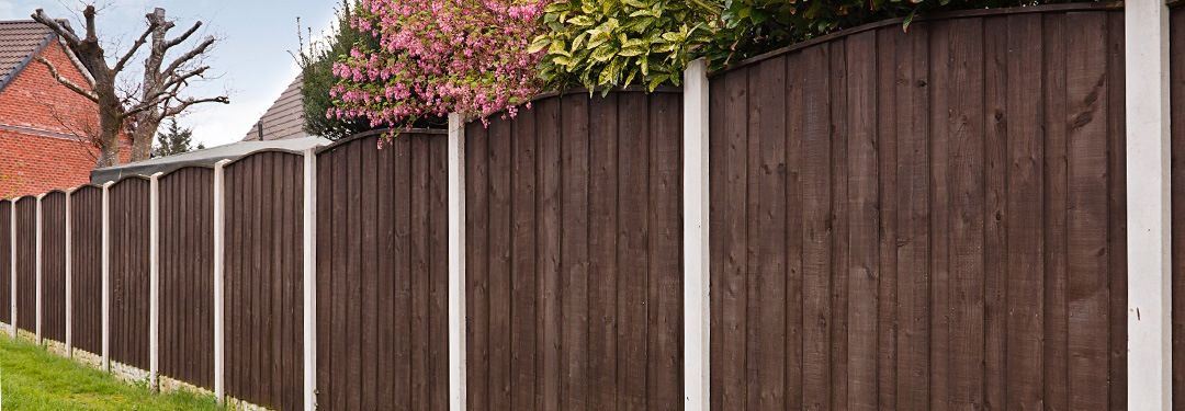 timber fencing as boundary wall