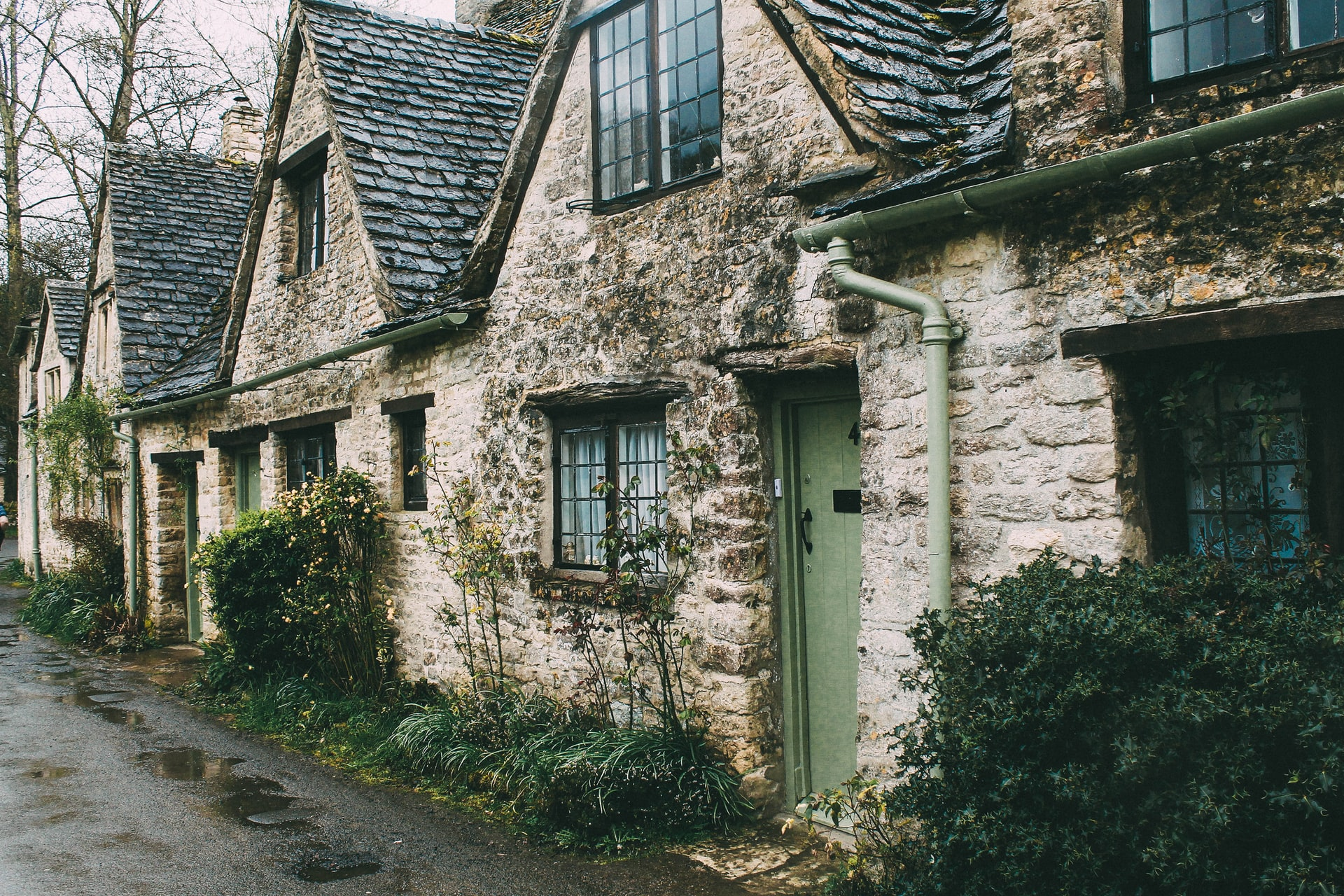 What can you do to a listed building without permission?