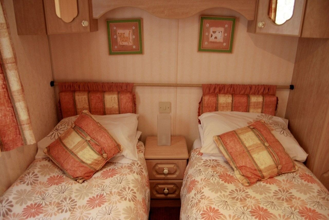 Cefyn twin beds