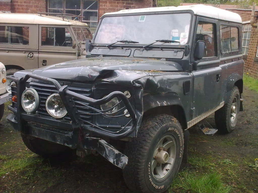 1985 Land Rover 90 with front end damage