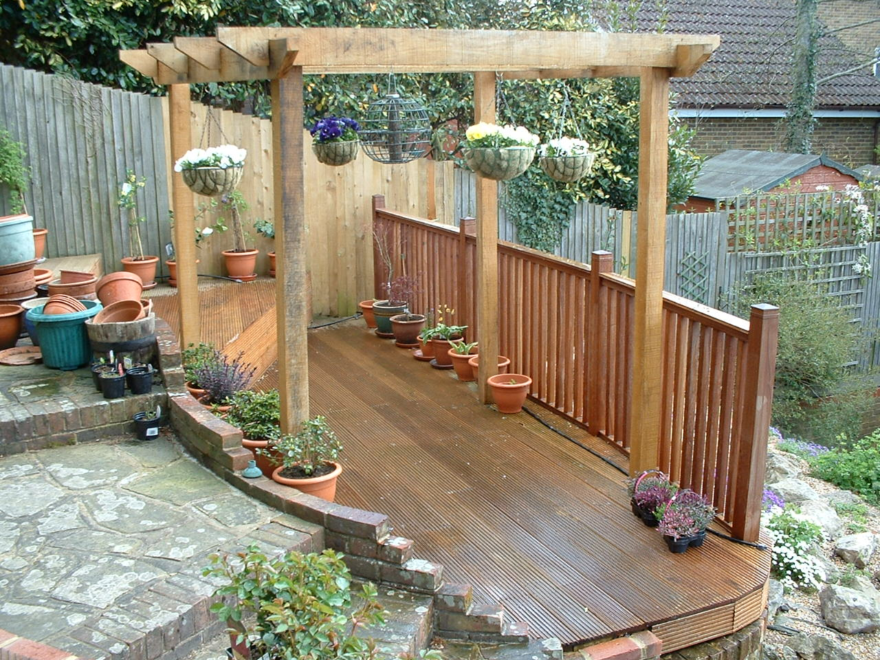 Garden landscaping kent isle landscapers limited for Garden decking maidstone
