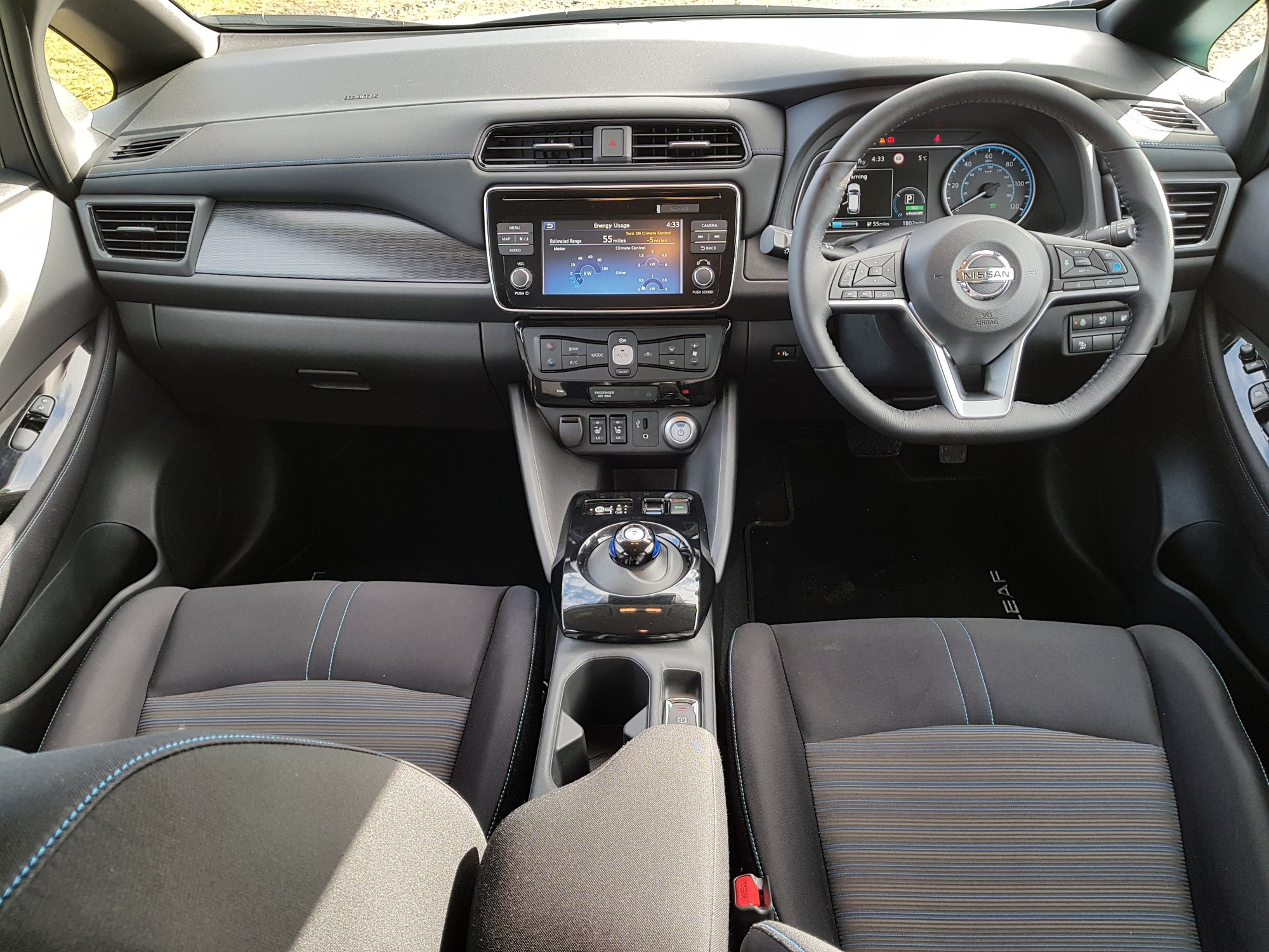 interior of the new 2018 nissan leaf