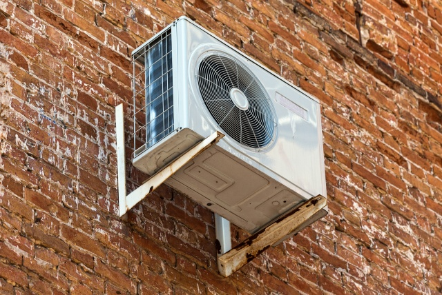 Air-to-Water/Air Source Heat Pumps